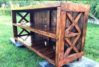 4PF - entertainment center with pallets