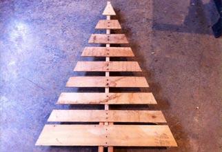 barebones pallet tree
